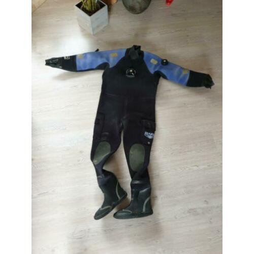 Bare CD4 dry suit xl