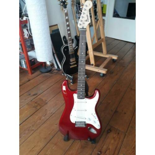 Squier Affinity Candy Apple Red